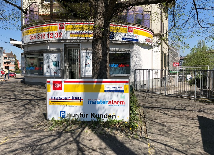 Showroom des 24h Schlüsselservice Männedorf in Zürich Parkplätze