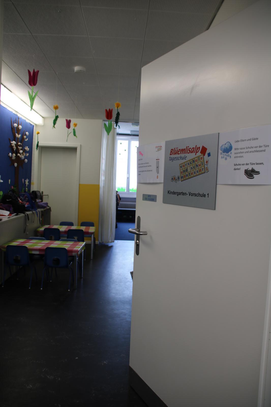 Referenz Schlüsseldienst Zürich Brandwarnanlage BEKA von Daitem Rauchmelder Kindergarten Schule