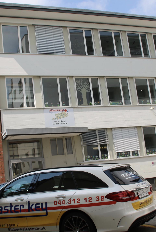 Referenz Schlüsseldienst Zürich Brandwarnanlage BEKA von Daitem Kindergarten Schule