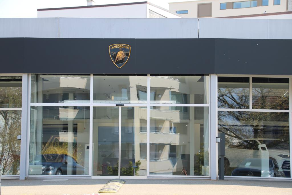Referenz Elektronische Schliessanlage Schlüsseldienst Zürich Lamborghini Zürich Eingang